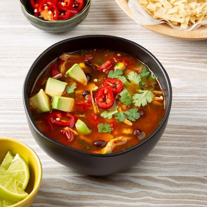 طرز تهیه سوپ مکزیکی تورتیلا مرغ