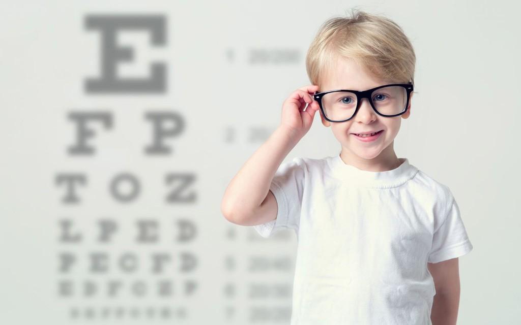 رفع مشکلات بینایی در کودکان