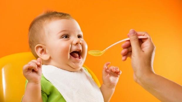 غذای کمکی برای نوزادان