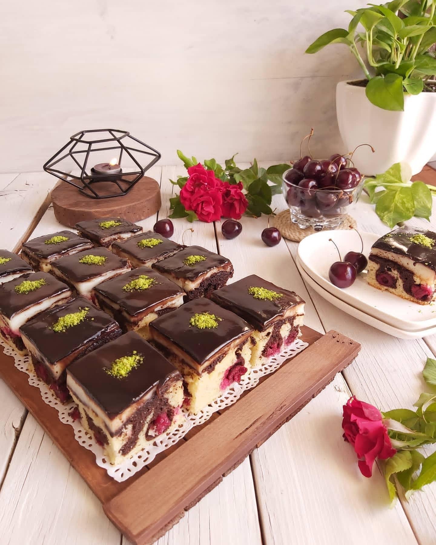 آموزش کیک آلبالویی شکلاتی