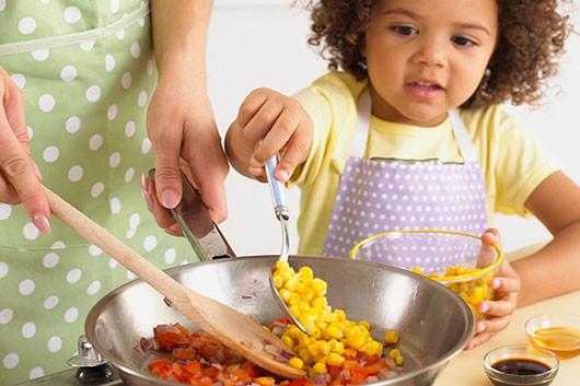 چگونه غذایی سالم برای کودکان تهیه کنیم؟