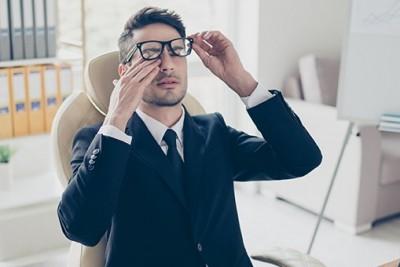 خیره شدن به گوشی مهمترین عامل خشکی چشم
