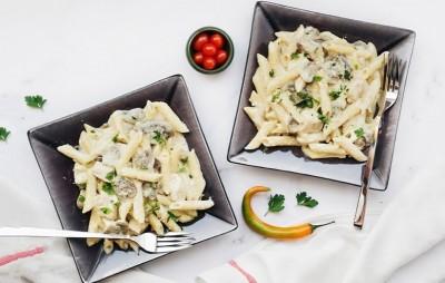 طرز تهیه پاستا پنه مرغ و قارچ با سس آلفردو