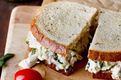 ساندویچ مرغ و پیازچه