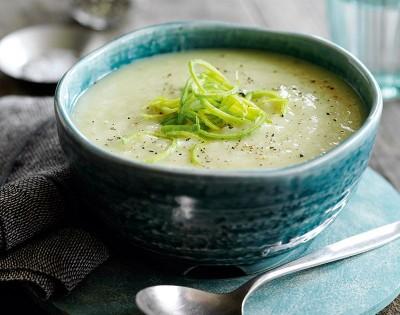 طرز تهیه سوپ سیب زمینی با تره فرنگی