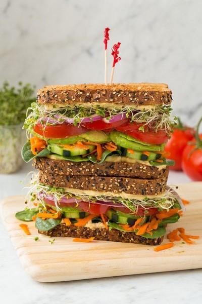 ساندویچ گیاهی با هوموس
