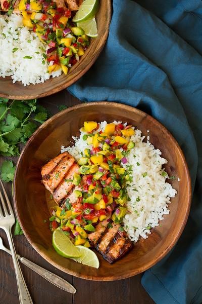 ماهی قزل آلا کبابی با سالسا وبرنج نارگیلی