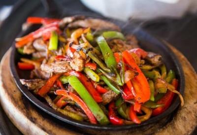 دستورالعمل فاجیتای گوشت با سبزیجات