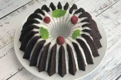 کیک شکلاتی با تمشک و لعاب نعناعی