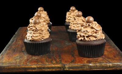 طرز تهیه کیک شکلاتی با رویه موس شکلات