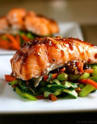 ماهی قزل آلا با سبزیجات و سس آسیایی