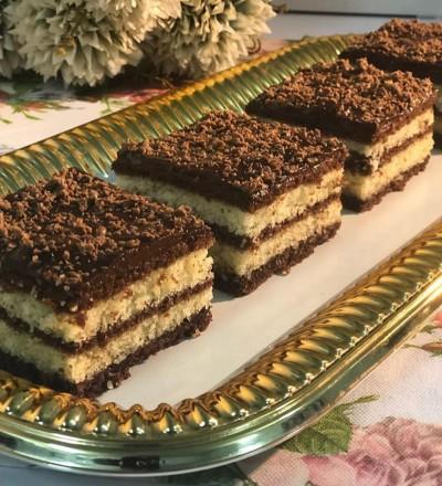کیک چند لایه با رویه کرم کارامل شکلاتی