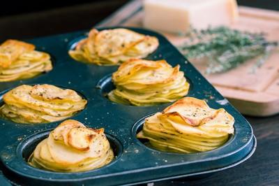 آموزش سیب زمینی با پنیر پارمسان با طعم سیر