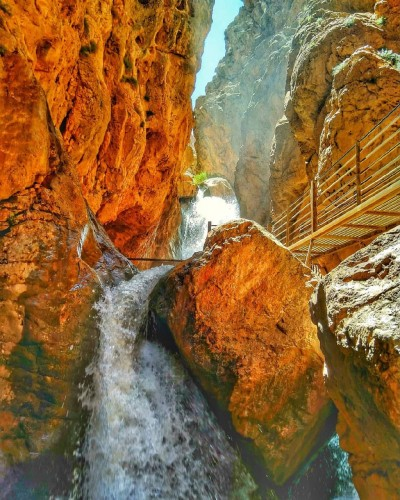 آبشار تنگه داستان