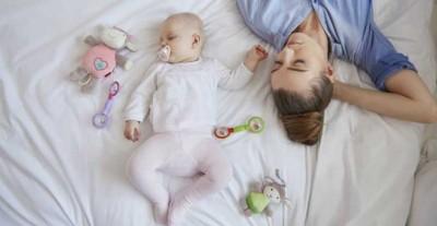 خوابیدن کودکان با والدینشان