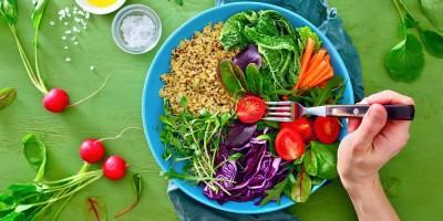 مواد غذایی که نباید از خوردن آنها غافل شویم