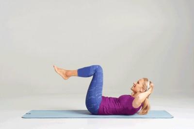 با انجام این 5 تمرین ساده در خانه عضلات شکم خود را سفت و تقویت کنید.