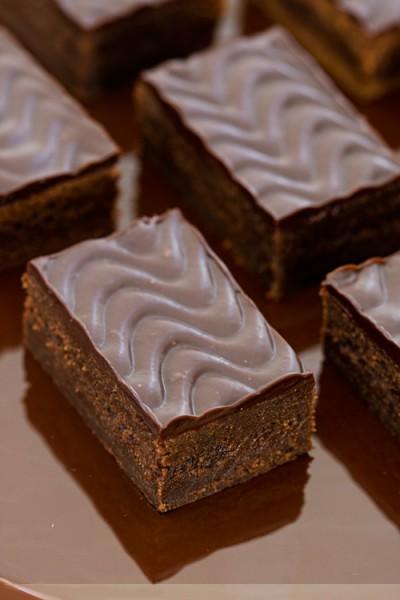 آموزش دسر کیک شکلاتی با انجیر