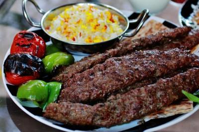 کباب کوبیده عربی با گوجه وفلفل کباب شده