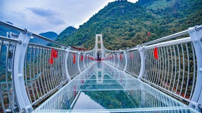 معرفی پل شیشه ای در چین