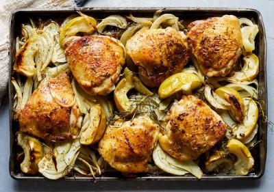 طرز تهیه مرغ سوخاری با سیب و رازیانه
