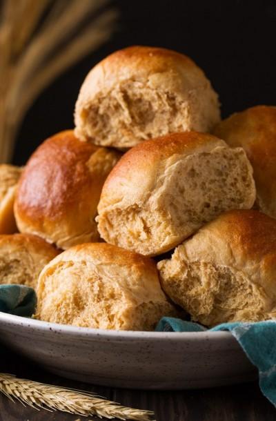 طرز تهیه رول نان گندم کامل عسلی