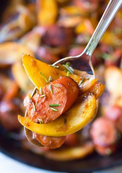 طرز تهیه سوسیس با پیاز و سیب خوراکی