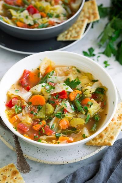 طرز تهیه سوپ کلم با سبزیجات