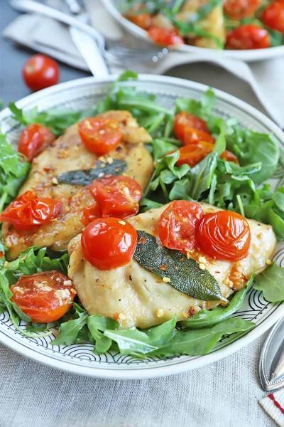 طرز تهیه مرغ با گوجه فرنگی و مریم گلی