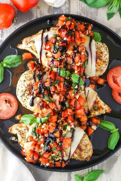 طرز تهیه مرغ با تزئین بروشتا سبزیجات