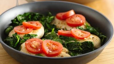 طرز تهیه مرغ آسان با گوجه فرنگی و اسفناج