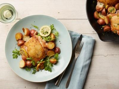 طرز تهیه مرغ و سیب زمینی تابه ایی با طعم لیمو