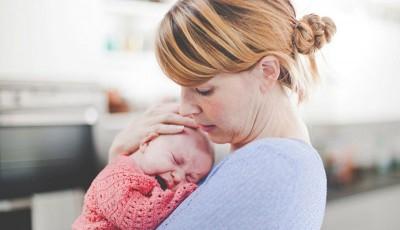 چگونه یک کودک گریان را آرام کنیم؟