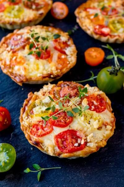 طرز تهیه تارت های پنیر و گوجه فرنگی