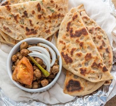 طرز تهیه نان  هندی کولچا با گندم کامل