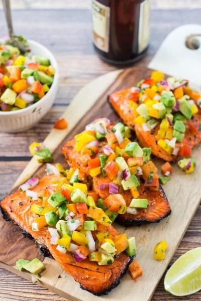 طرز تهیه پخت ماهی با بار بیکیو و سالسا آووکادو