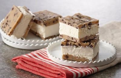 طرز تهیه بستنی با بیسکویت کره بادام زمینی بدون پخت