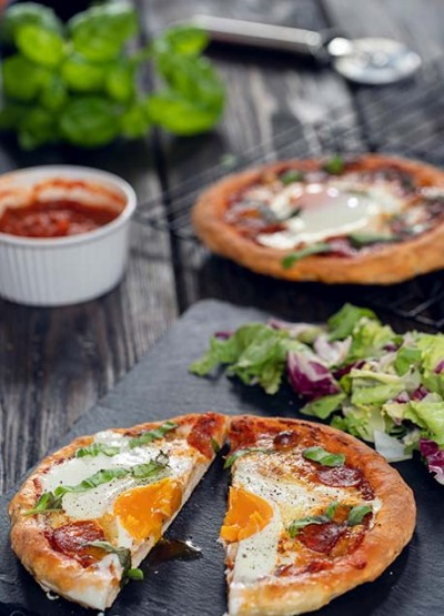 طرز تهیه پیتزا بدون مخمر برای صبحانه