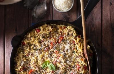 طرز تهیه ماکارونی برنج شکل با سبزیجات کاراملی شده