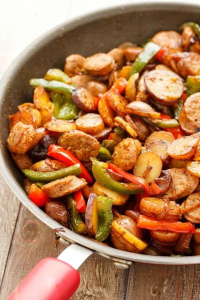 طرز تهیه پخت سوسیس ، فلفل ، پیاز ، و سیب زمینی