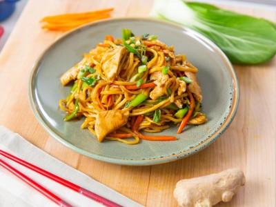 طرز تهیه لونودل غذای آسیایی با مرغ