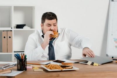 عادت هایی که باعث افزایش وزن میشوند