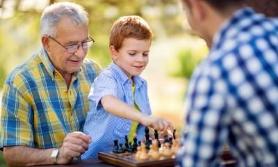 خدمات مراقبت روزانه از بزرگسالان چیست؟