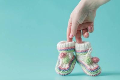 چه زمانی باید به پای کودک کفش پوشاند ؟