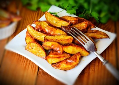 طرز تهیه پخت سیب زمینی روستایی در فر